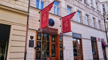 Kosher restaurant King Solomon in Prague - outdoor flags